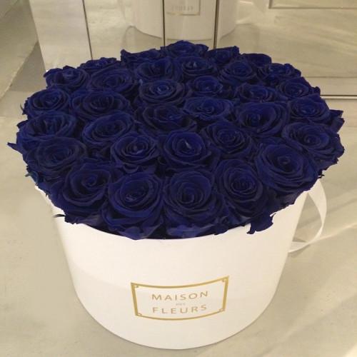 Купить на заказ Заказать Синие розы в коробке Maison с доставкой по Алматы с доставкой в Алматы