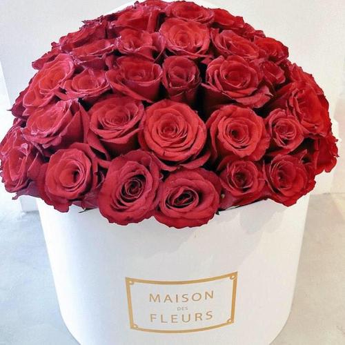 Купить на заказ Заказать Красные розы в коробке Maison с доставкой по Алматы с доставкой в Алматы