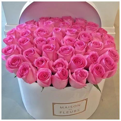 Купить на заказ Заказать Розовые розы в коробке Maison с доставкой по Алматы с доставкой в Алматы