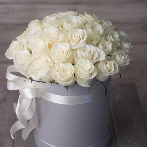 Купить на заказ Заказать 31 красная роза в коробочке с доставкой по Алматы с доставкой в Алматы