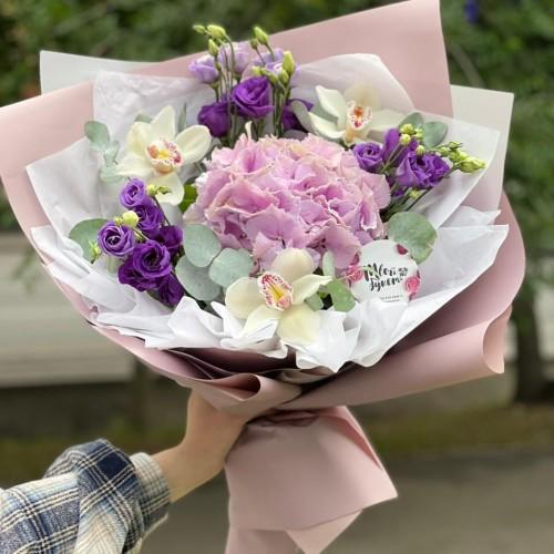 Купить на заказ Букет гортензия с орхидеей  с доставкой в Алматы