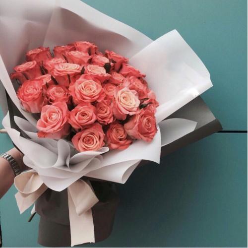 Купить на заказ Заказать Букет из 31 коралловой розы с доставкой по Алматы с доставкой в Алматы