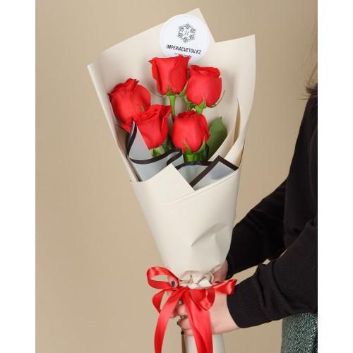 Купить на заказ Букет из 5 красных роз с доставкой в Алматы