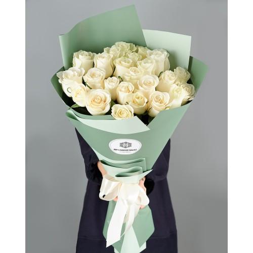 Купить на заказ Заказать Букет из 25 белых роз с доставкой по Алматы с доставкой в Алматы