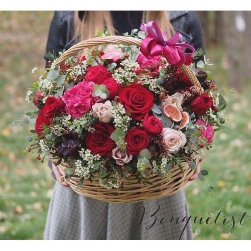 Купить на заказ Шикарная корзина из гортений и роз с доставкой в Алматы