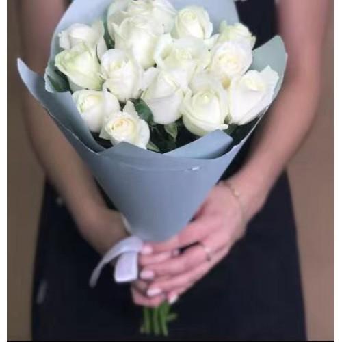 Купить на заказ Заказать 15 белых роз с доставкой по Алматы с доставкой в Алматы