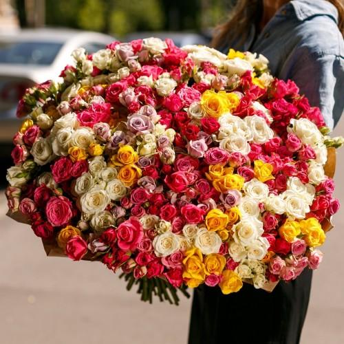 Купить на заказ Заказать Букет из 101 спрей розы с доставкой по Алматы с доставкой в Алматы